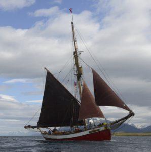"""Arved Fuchs: """"Kap Hoorn - Antarktis"""" - Segeln im Reich der Stürme @ Aula des OHG Springe"""